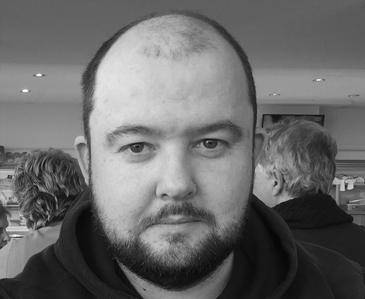 Picture of Steven Zeegers in black and white, which tries to dazzle the user with my stunishing good looks.